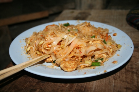 Noodles, pad thai on a blue plate.