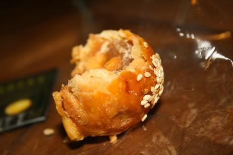 Peanut pastry balls.